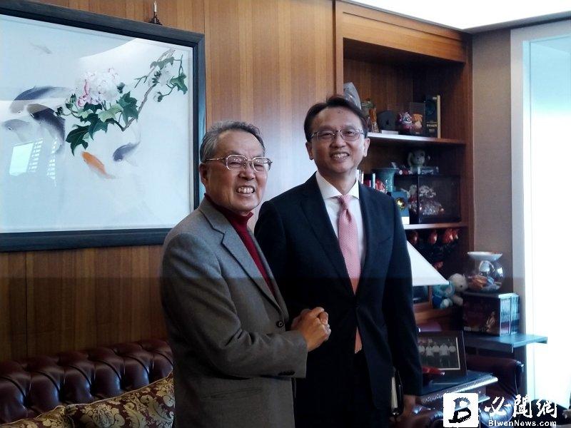 宏碁創辦人施振榮(左)與宏碁董事長陳俊聖。(資料照)