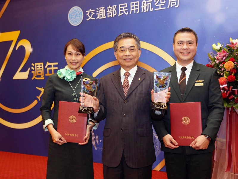 立榮航空榮獲金翔獎雙冠王 。(立榮提供)