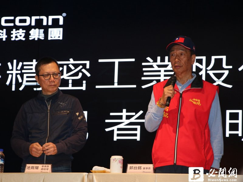 鴻海董事長郭台銘(右)。(資料照)
