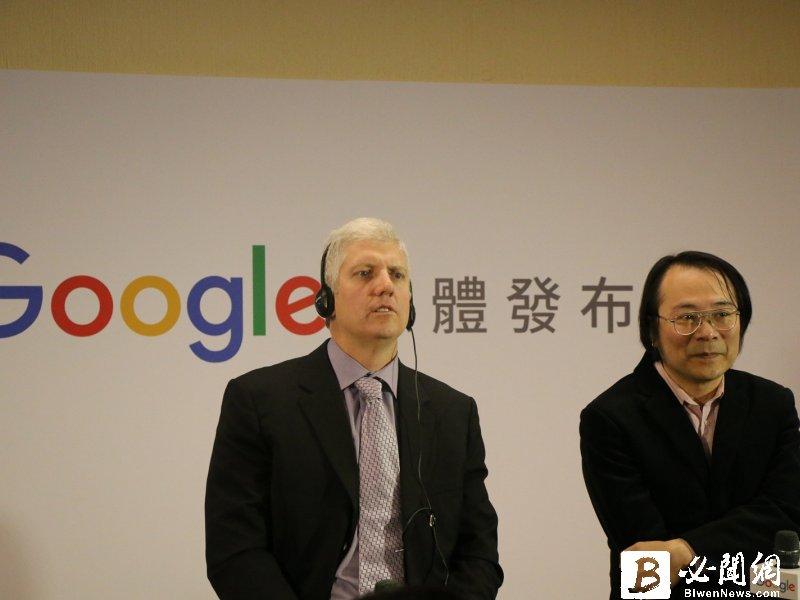 谷歌裝置與服務資深副總裁Rick Osterloh(左)與谷歌台灣董事總經理簡立峰。(資料照)