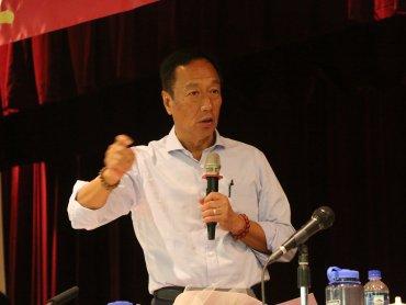 郭董首度鬆口 過幾天決定是否選總統