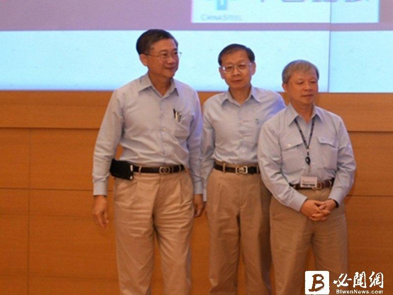 中鋼執行副總王錫欽(中)將接任總經理,原總經理林弘男(右)將卸任。(資料照)