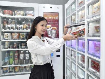 亞太電信跨界與全家便利商店合作  將「智能販賣機」導入便利商店
