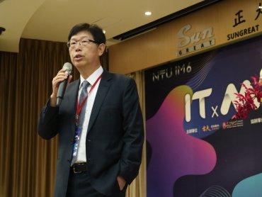鴻海董事長劉揚偉:5G時代企業要推數位轉型  學生更要敢夢想遠大