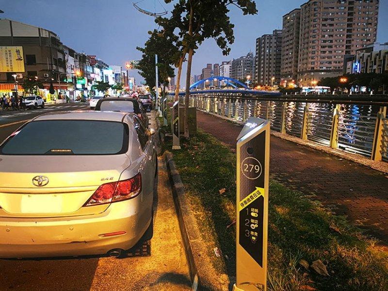 宏碁智通台南市智慧路邊停車計費系統擴大啟用 總數近千格。(廠商提供)
