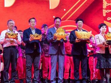 鴻海董事長劉揚偉:今年三變三不變 目標提升毛利率跟EPS
