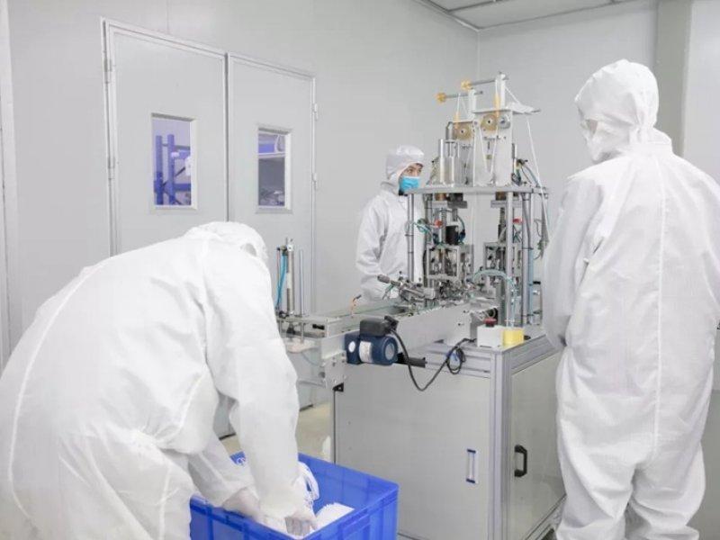 鴻海旗下工業富聯導入口罩生產線 拚2月底日產200萬副。(鴻海提供)