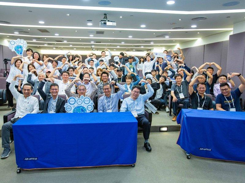研華二度榮獲《遠見》CSR企業社會責任獎「電子科技業組」楷模獎。(研華提供)
