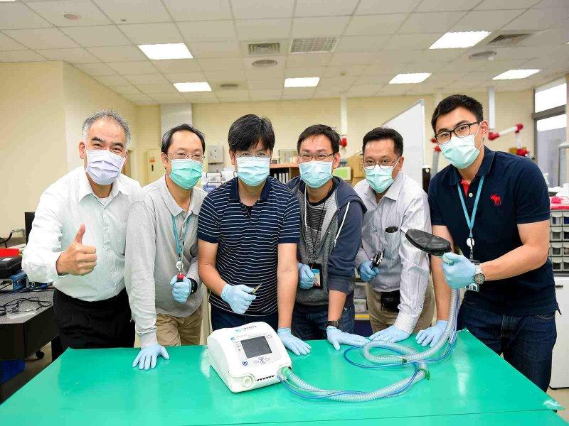 工研院發表「臺灣首台醫療級呼吸器原型機」 展現「ITRI Helps」實力。(工研院提供)