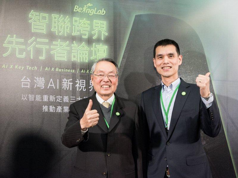 安碁董座施宣輝(右):政府標案續推 下半年營運「審慎樂觀」。(資料照)