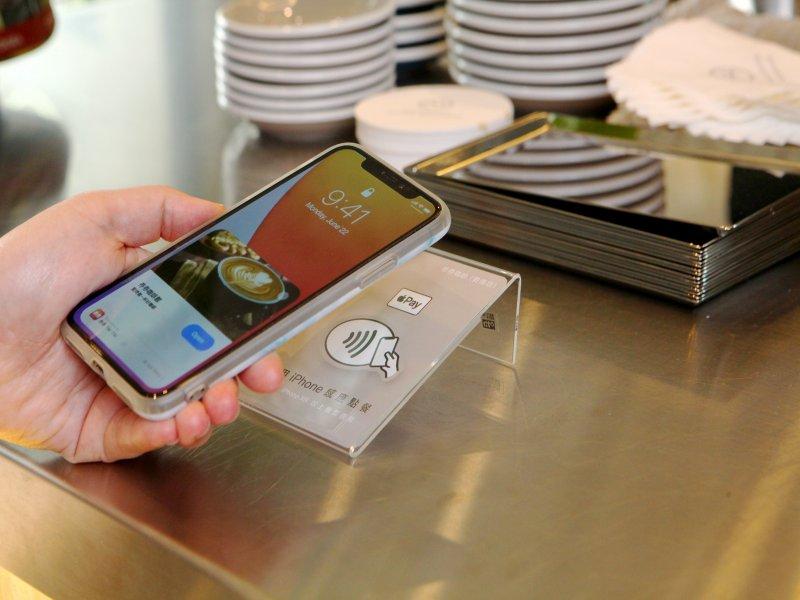APPLE聯手券券推出手機寄杯儲值新應用服務。(廠商提供)
