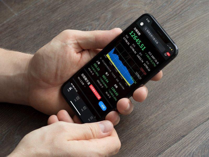 Yahoo奇摩股市App公布第三季「十大爆紅台股榜」、「五大爆紅ETF榜」 「國泰永續高股息」超車0050奪冠。(廠商提供)