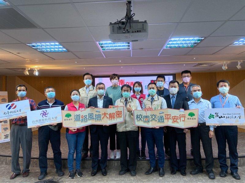 國泰產險與臺南市政府交通局攜手合作道安。(廠商提供)