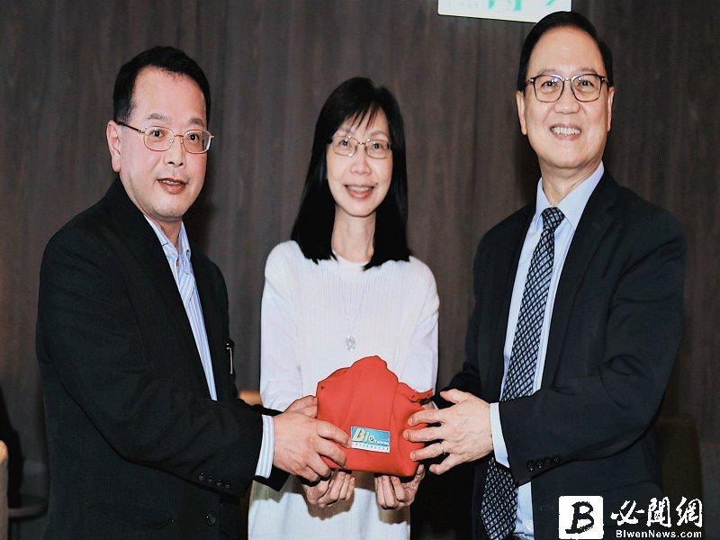 台灣生物產業協會改選 生技中心執行長吳忠勳(左)當選新任理事長。(資料照)