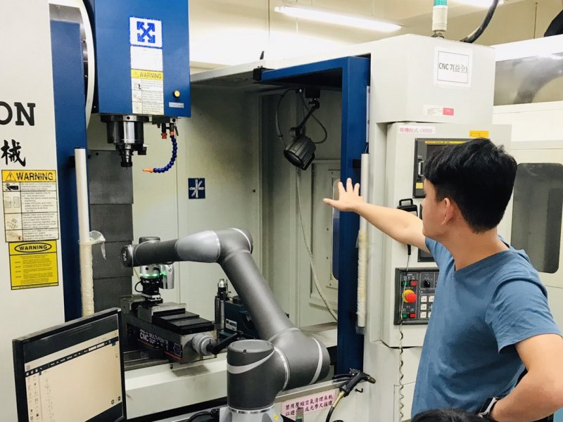 達明機器人與新北高工培育智慧機械人才 攜手打造機器人校訂課程。(廠商提供)