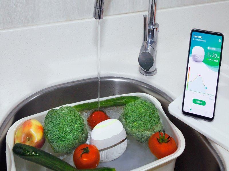 農藥殘留「看得見」!ASUS PureGo蔬果洗淨偵測器為食安把關。(華碩提供)