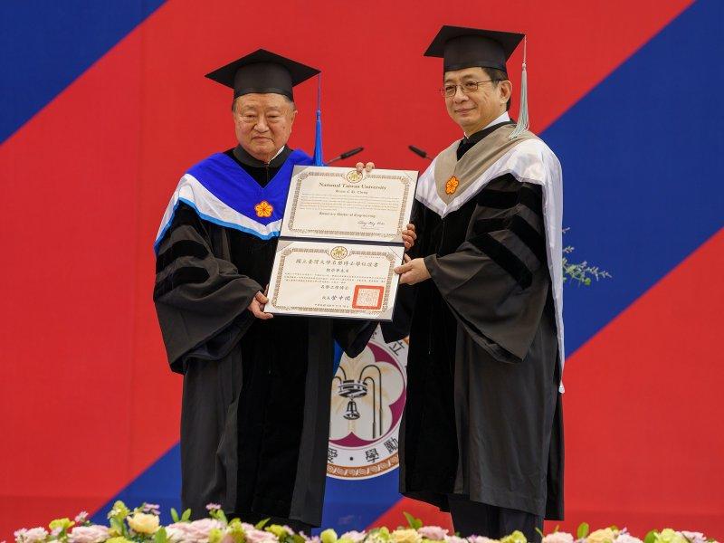 獲台灣大學頒授名譽博士 台達創辦人鄭崇華:地球暖化已經影響人類生存與發展。(台達提供)