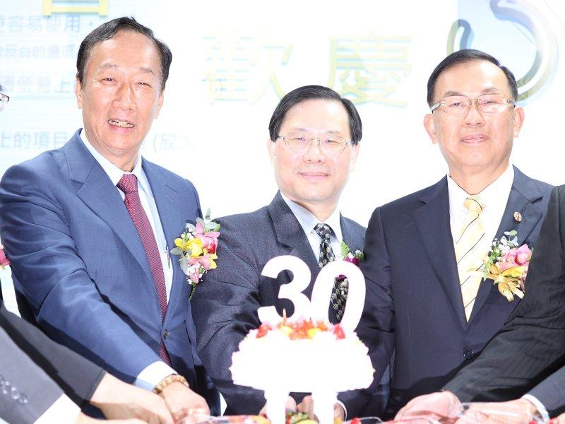 郭台銘出席模具公會30周年慶 呼籲政府應大力協助產業未來發展。(資料照)