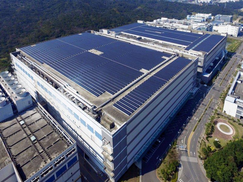 友達SunVeillance雲端監控系統獲台電DREAMS認證 率先成為首批合格廠商。(友達提供)
