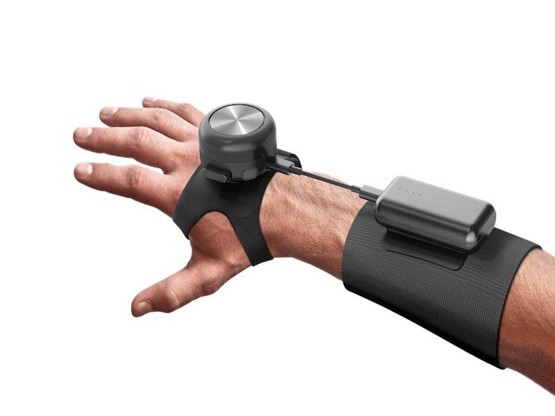 鴻海宣布攜手GyroGear佈局數位健康 將協助製造優化全球首款可減緩顫抖症狀的可穿戴式醫療設備 。(鴻海提供)