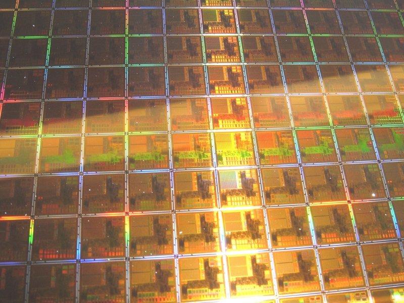 TrendForce:台積電南科Fab14 P7廠區跳電 車用MCU及CIS logic生產首當其衝。(資料照)