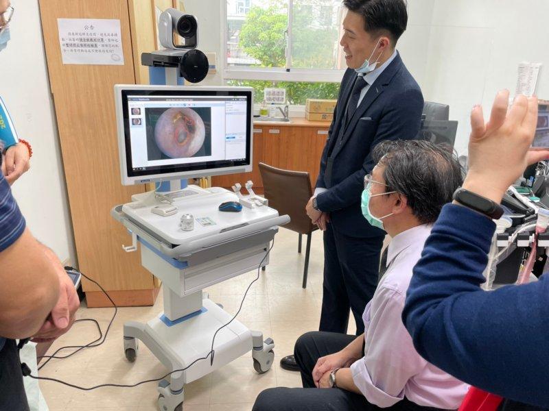 研華偕同臺北榮總、板橋榮民之家推動遠距醫療 建構在地醫療照護。(研華提供)