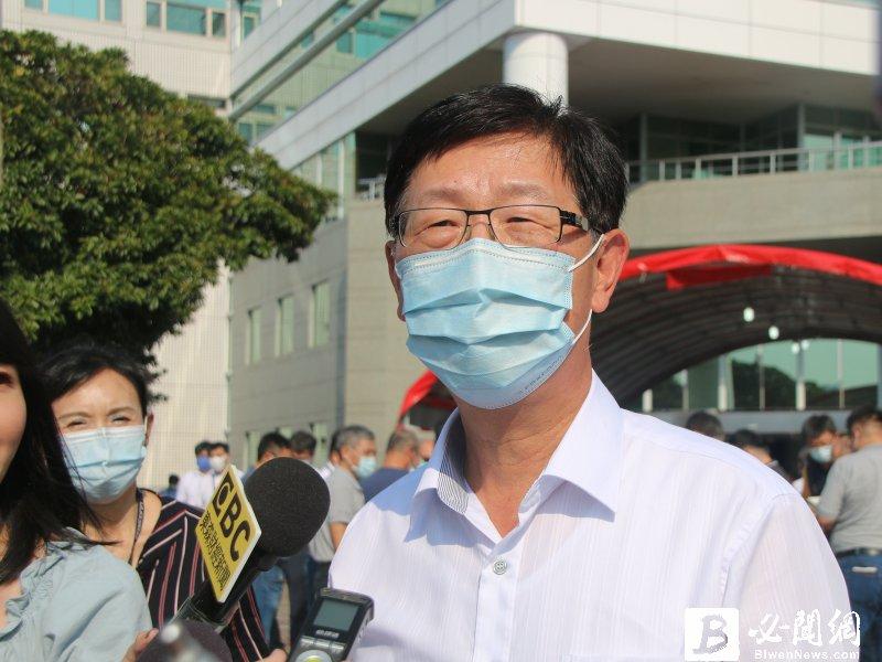 鴻海劉揚偉:缺料造成重複下單嚴重 但缺料要到明年Q2才會緩解。(資料照)
