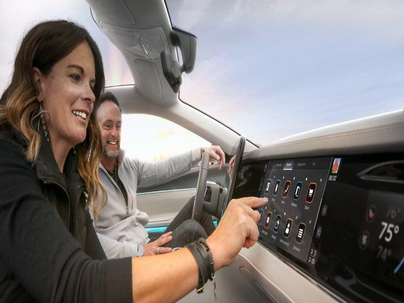 鴻海科技集團攜手Stellantis合資成立Mobile Drive 主攻智能座艙及先進車聯網服務。(鴻海提供)