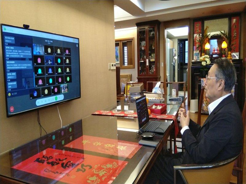 防疫靠科技 施振榮呼籲全民補破口 力推台版視訊系統實現WFH。(施振榮提供)