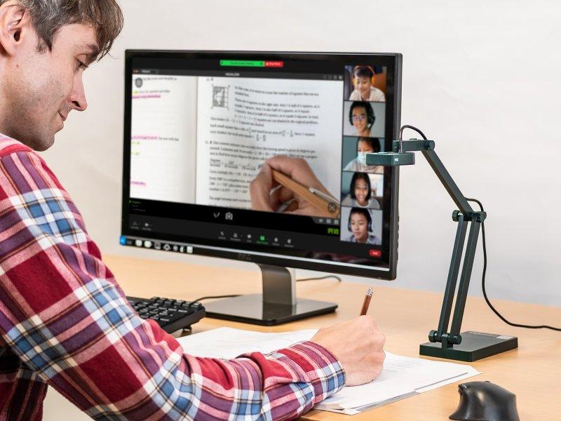 愛比科技捐北市百臺視訊教學攝影機 協助建構遠距教學設備。(廠商提供)