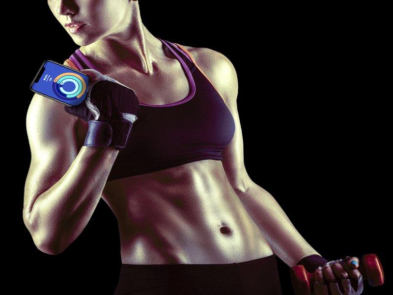 拒絕防疫胖 亞太電信推出《Move V我形我塑》AI科技健身 「線上直播團練課」。(亞太電信提供)