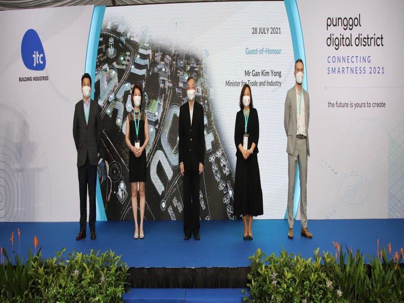 台達協助JTC建構新加坡「榜鵝數碼園區」展示貨櫃型植物工場與樓宇自動化解決方案 打造智慧生活。(台達提供)