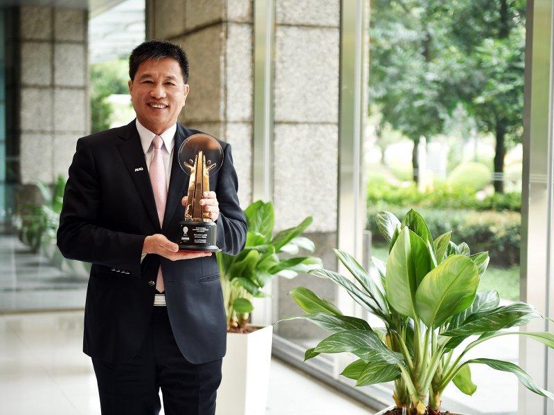 友達光電董事長彭双浪獲AREA亞洲企業社會責任獎。(友達提供)