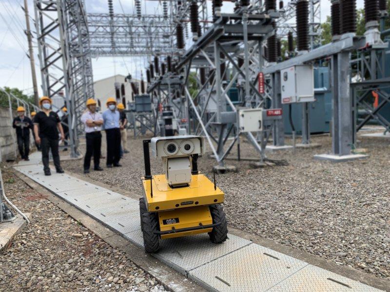 台電公司與台灣智能攜手工業局與工研院打造國產化 AI人工智慧戶外巡檢機器人。(廠商提供)