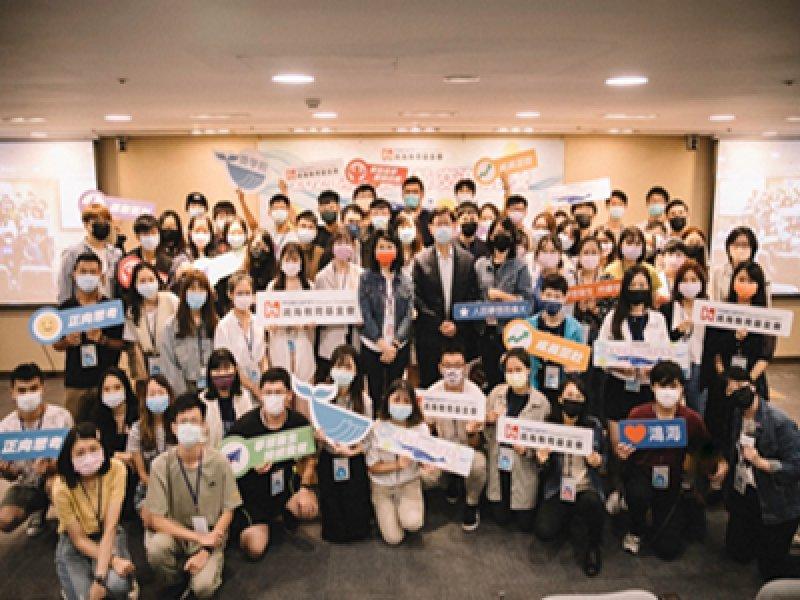 鴻海獎學鯨得主交流成長營為得主賦能 劉揚偉現身分享創業經驗。(鴻海提供)