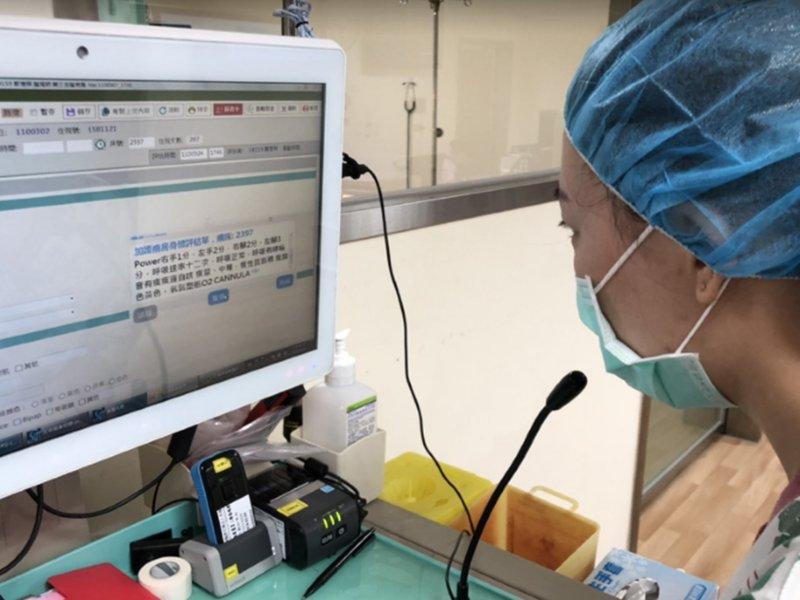華碩、秀傳發表護理表單語音辨識系統。(華碩提供)
